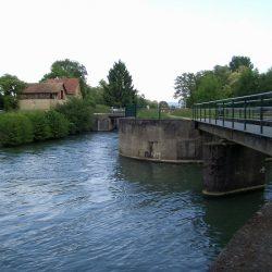 1200px-Saint-Louis,_Canal_de_Huningue